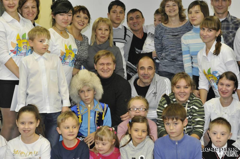 Все участники уральских пельменей и их семьи